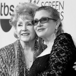 Actresses and mother-daughter duo Debbie Reynolds (left) and Carrie Fisher (right) pose in the Shrine Auditorium in 2015.